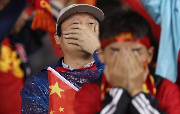 chinese-football-fans-covering-faces1